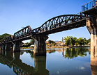 De beroemde 'Bridge on the River Kwai' in Kanchanaburi