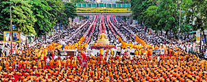 Massale offer bijeenkomst bij Central World in Bangkok op 8 september 2013