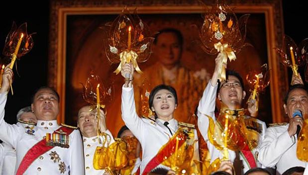 Kaarslicht ceremoniën voor de Koning