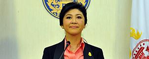 Yingluck ontbindt parlement maar treedt niet af